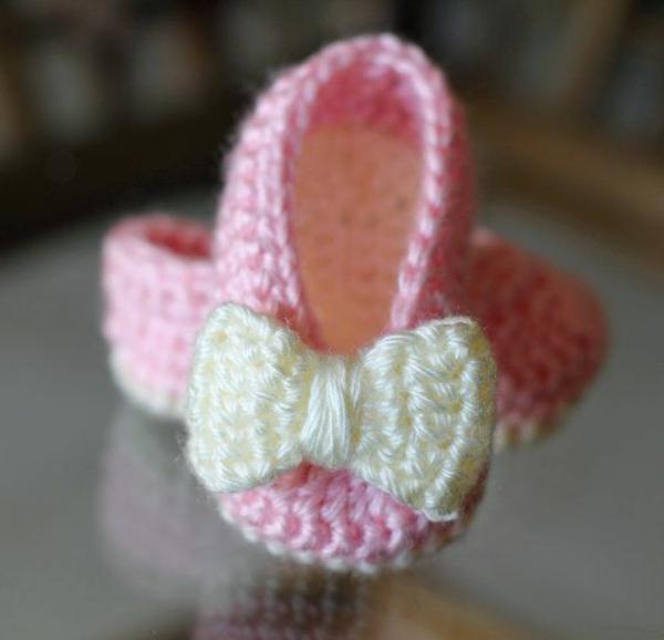 häkeln-für-baby-häkeln-babyschuhe-mit-wunderschönem-design-balletschuhe