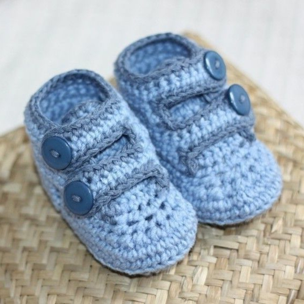häkeln-für-baby-häkeln-babyschuhe-mit-wunderschönem-design-in-blau