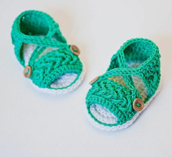 häkeln-für-baby-häkeln-babyschuhe-mit-wunderschönem-design-in-grün