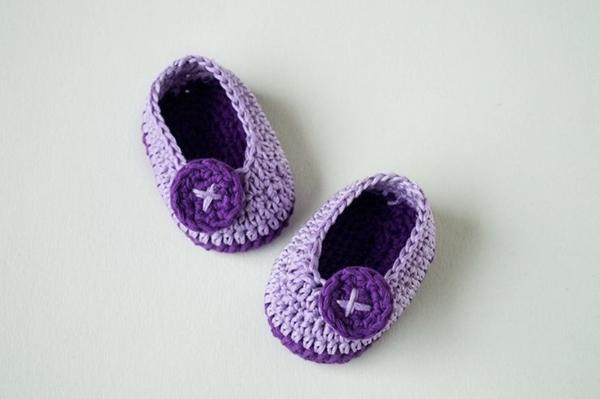 häkeln-für-baby-häkeln-babyschuhe-mit-wunderschönem-design-in-lila