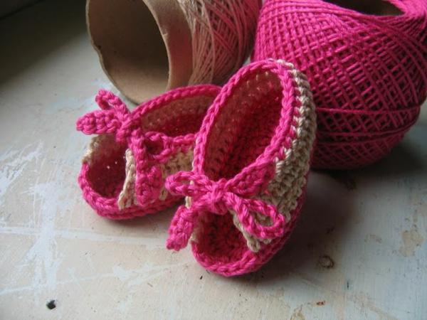 häkeln-für-baby-häkeln-babyschuhe-mit-wunderschönem-design-in-rosa