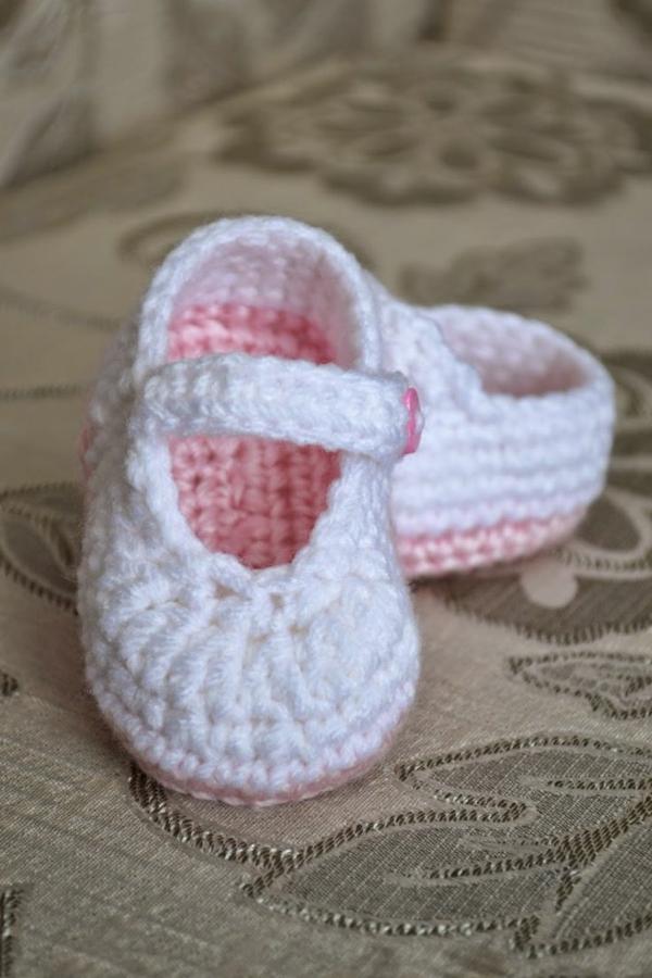 häkeln-für-baby-häkeln-babyschuhe-mit-wunderschönem-design-in-weiß