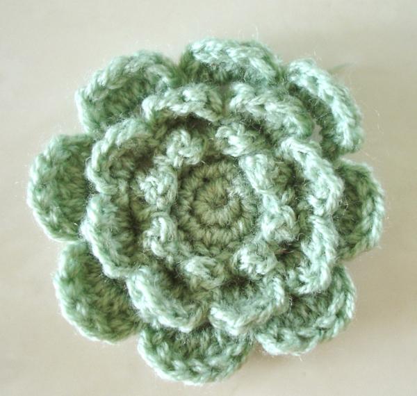häkeln-wunderschöne-kreative-häkeleien-blumen--grüne-blume