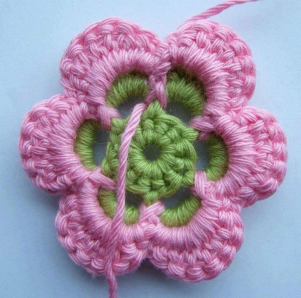 häkeln-wunderschöne-kreative-häkeleien-blumen-in-rosa-und-grün