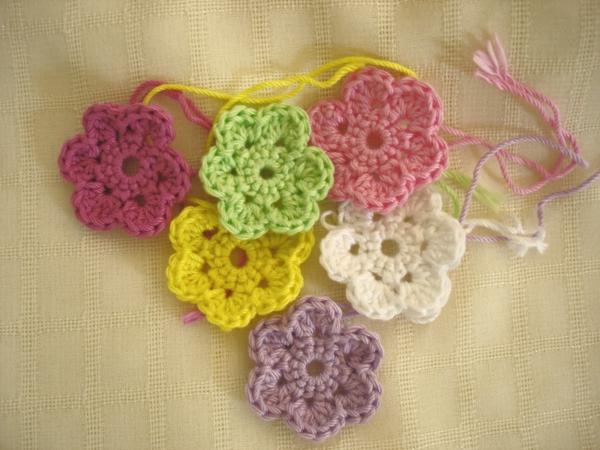 häkeln-wunderschöne-kreative-häkeleien-blumen--in-verschiedenen-farben