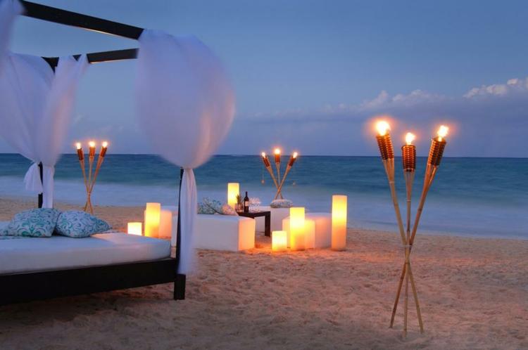 romantik-pur-am-strand-schick-schlicht-edel-besonders-modern-luxuriös-kerzen-schimmer