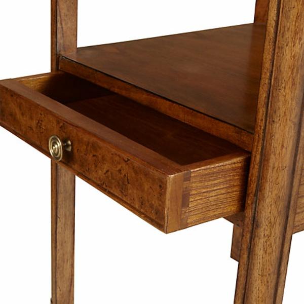 interessant-gemachter-und-sehr-schön-wirkender-tisch-mit-einer-oder-mehreren-schubladen-cooles-design-einfach-und-praktisch