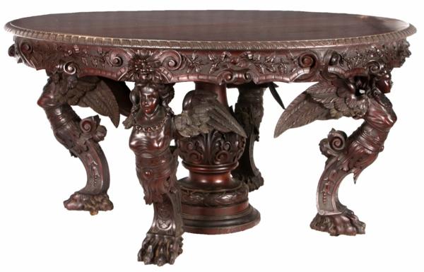 interessant-gestalteter-attraktiv-aussehender-antik-tisch-runde-form-und-viele-ornamente