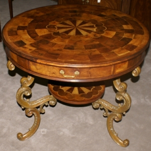 Interessante Vorschläge für antike Tische!