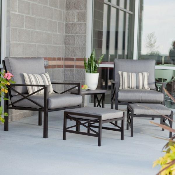 interessanter-moderner-super-wirkender-und-kreativ-gestalteter-möbelset-für-balkon-graue-sessel
