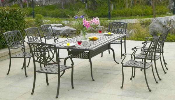 interessanter-moderner-super-wirkender-und-kreativ-gestalteter-möbelset-für-balkon-schöne-stühle