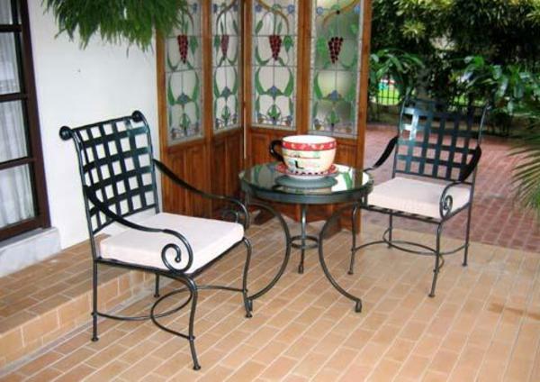 interessanter-moderner-super-wirkender-und-kreativ-gestalteter-möbelset-für-balkon-sehr-süße-stühle