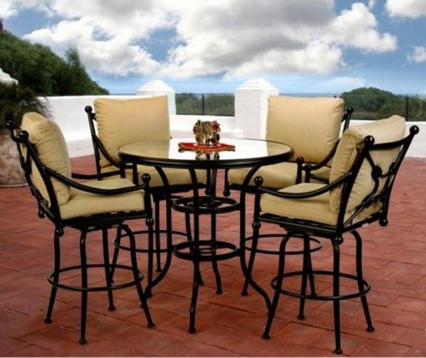 interessanter-moderner-super-wirkender-und-kreativ-gestalteter-möbelset-für-balkon-traditionelle-möbelstücke