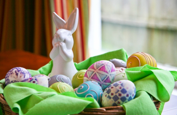 interior-design-ideas-splendid-easter-table-decoration-with-white-bunny-sculpture-and-colorful-eggs-on-rattan-basket-design-ideas-cute-easter-bunny-home-decor-design-ideas
