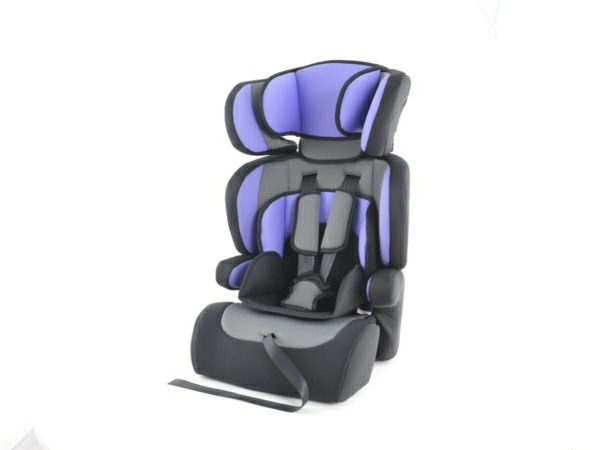 kindersitz_lila_funktionelles-design-baby-autositz-kinder-modernes-design-