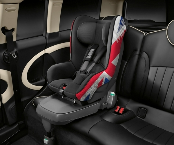 leder-autokindersitz-modernes-design-sicherheit-im-auto-