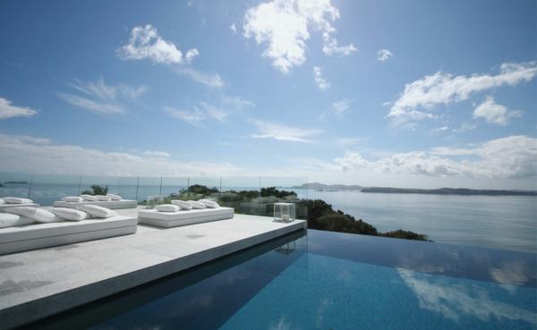 loungemöbel--schwimmbecken-design-idee-infinity-pool-wunderschönes-design