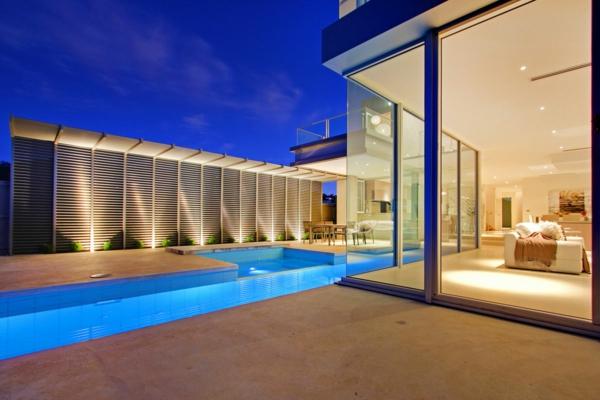 luxus-ferienhaus-mit-pool-minimalistische-architektur