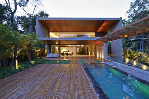 luxus-ferienhaus-mit-pool-tropisches-haus
