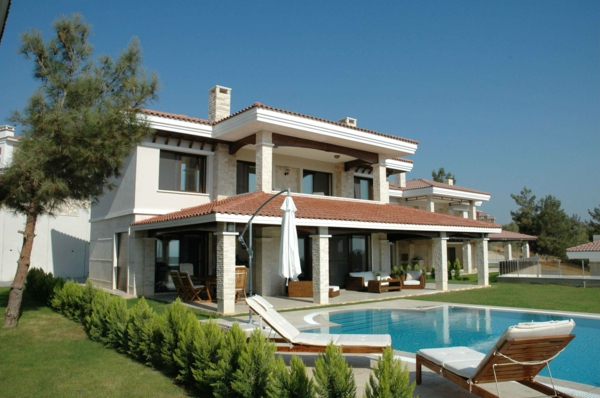 luxus-ferienhaus-mit-pool-villa-design