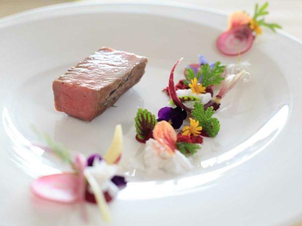 luxus-speisen-deko-floral-blumen-essen-