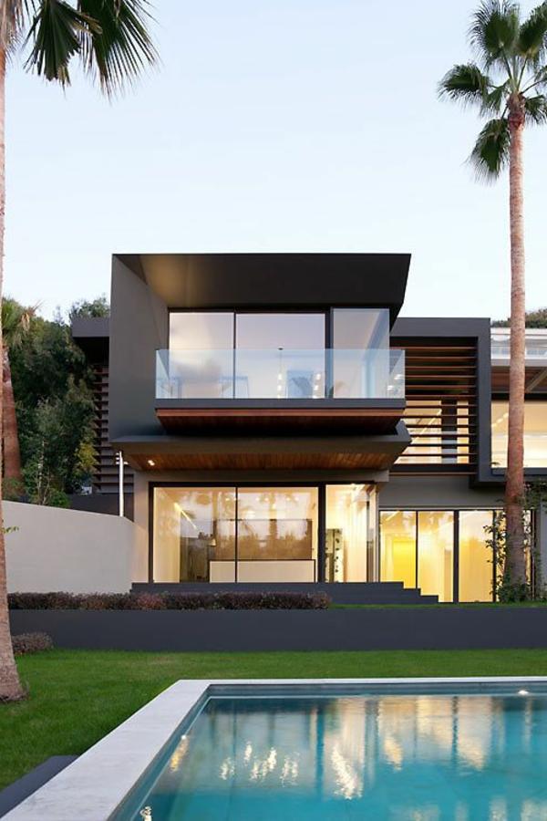 luxushaus-mit-einem-fantastischen-pool-super-moderne-architektur