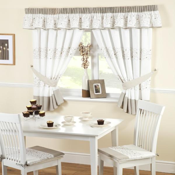 moderne-gardinen-günstig-günstige-gardinen-küche-in-weiß_und-beige-küchengestaltung