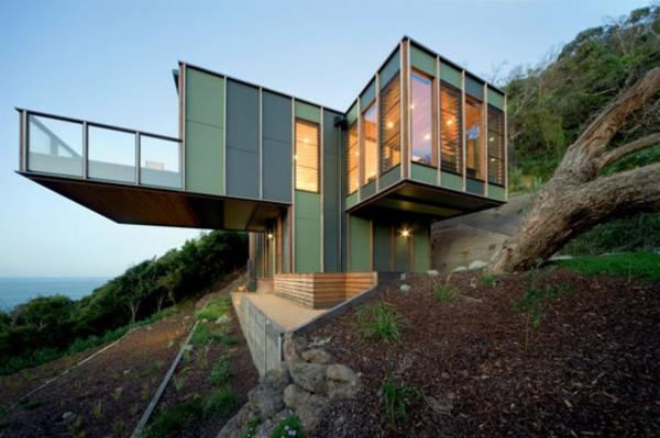 moderne-gebäude-außergwöhnliche-architektur-große-terrasse