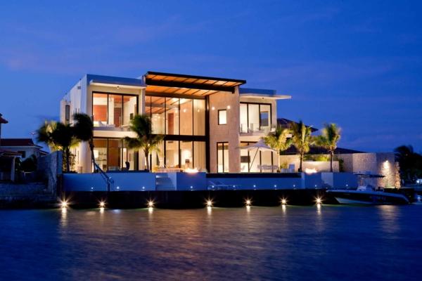 moderne-wohnung-ideen-inspiration-moderne-architektur- luxushäuser-am-strand