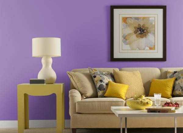 orchidee-farbe-helles-sofa-dekokissen