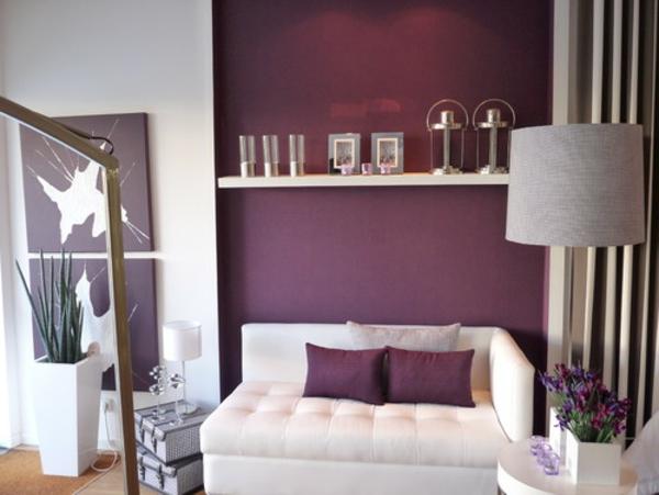 orchidee-farbe-regal-über-dem-sofa