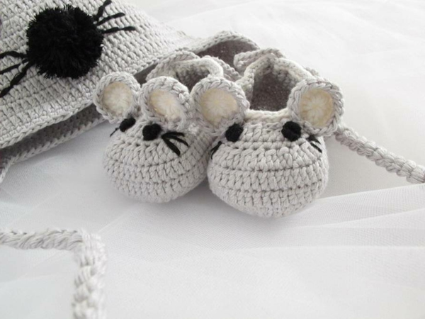 original_hand-crochet-baby-mouse-hats-and-shoes