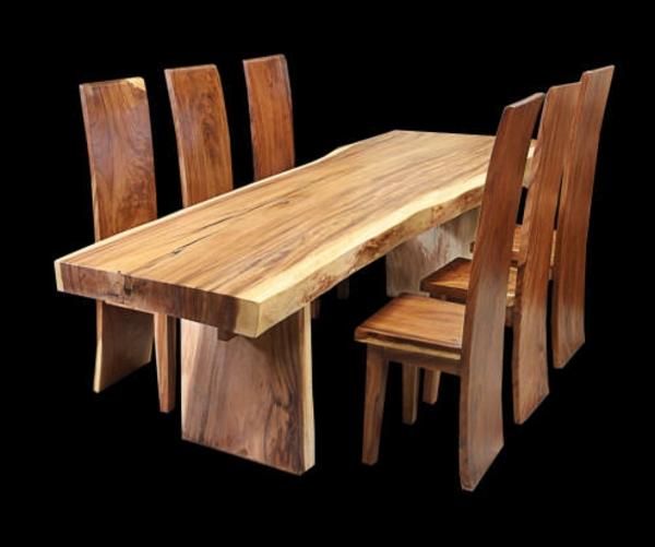 originelle-massivmöbel-großer-hölzerner-tisch-mit-stühlen