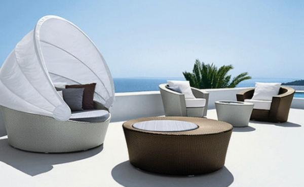 originelle-terrassen-möbel-alles-in-weiß