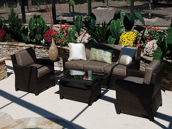originelle-terrassen-möbel-braune-farbe
