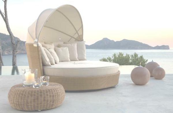 originelle-terrassenmöbel-weiße-gestaltung