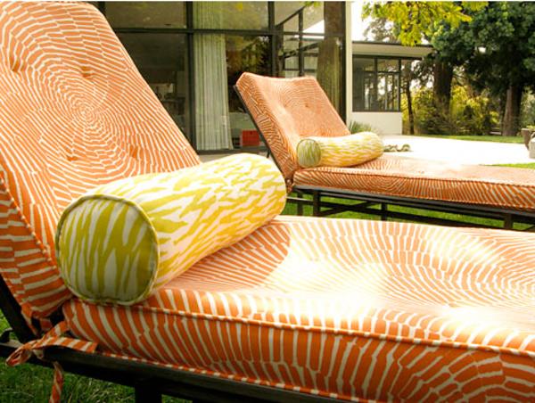 outdoor-stoffe-coole-orange-liegestühle
