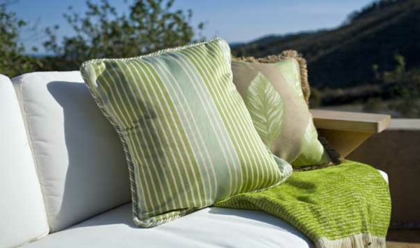outdoor-stoffe-grüne-dekokissen