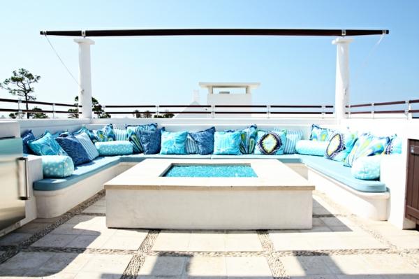 outdoor-stoffe-große-sofas-blaue-dekokissen