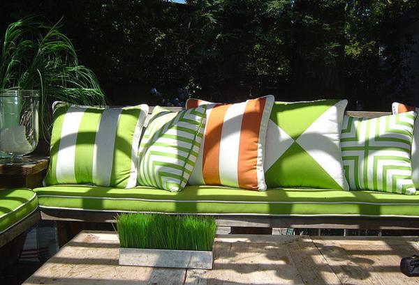 outdoor-stoffe-herrliche-dekokissen