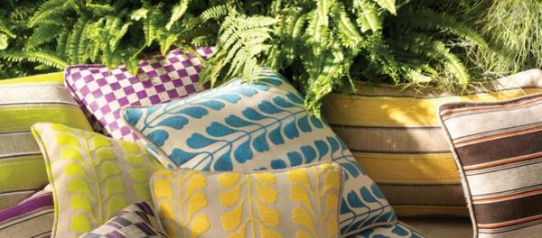 outdoor-stoffe-viele-schöne-dekokissen
