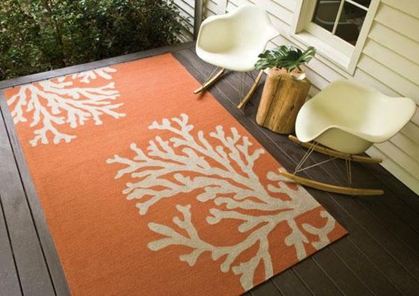 outdoor-teppich-in-orange-und-weiß