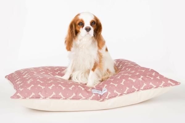 rosa-kissen-hundezubehör-luxus-kissen-für-den-hund