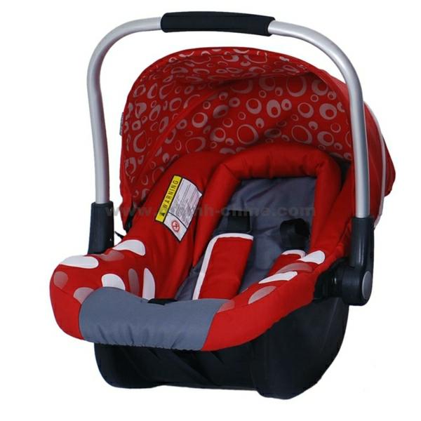roter-autokindersitz-modernes-design-sicherheit-im-auto-babysitz-auto