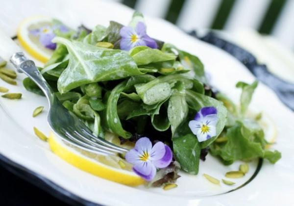 salat-schöne-speisen-deko-floral-blumen-essen-