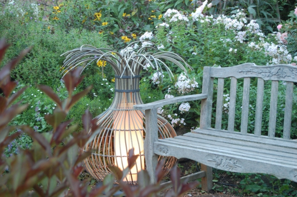 schöne-beleuchtung-im-garten-exterior-design-ideen--