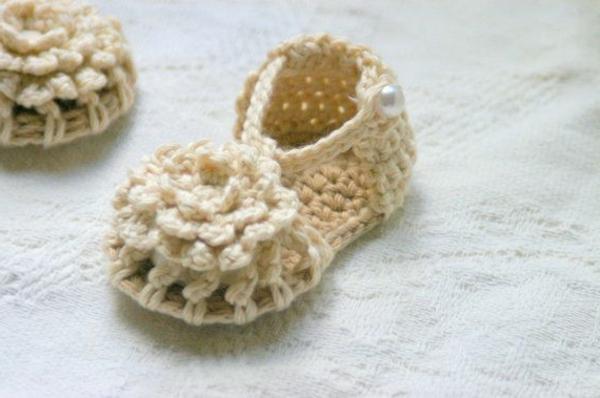 schöne-ideen_häkeln-für-baby-häkeln-babyschuhe-mit-wunderschönem-design