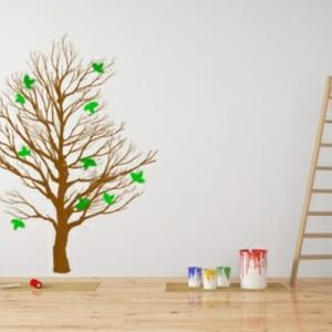 Das Wandtattoo sauber an die Wand kleben: So geht es richtig
