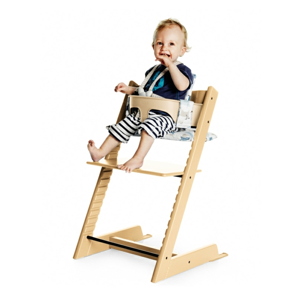Hochstuhl mit Tisch für kleine süße Babys