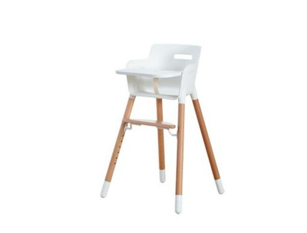 schöner-hochstuhl-mit-tisch-weißes-schönes-modell